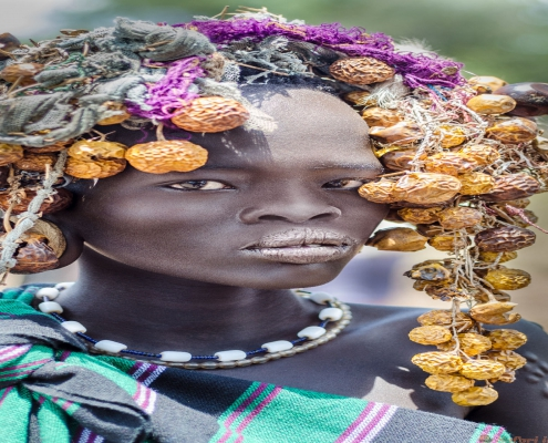 Mooi meisje van Mursi-stam, Omo Valley, Ethiopië