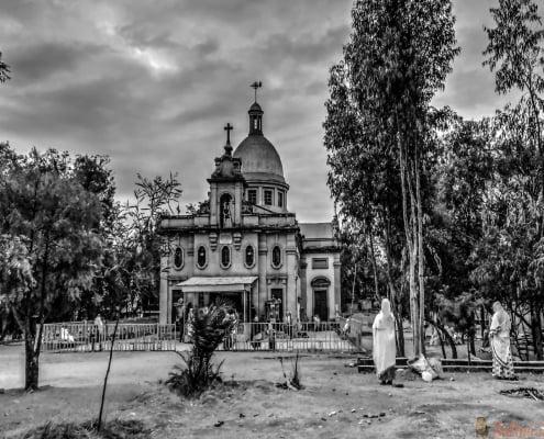 Buitenkant van Ras Makkonen Selassie Church, Harar, Ethiopië. B & W