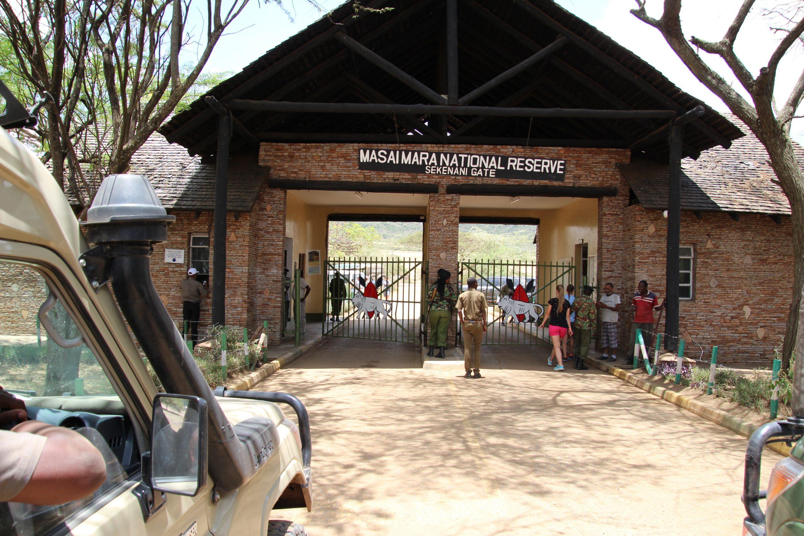 safari-in-kenia-masai-mara-gate