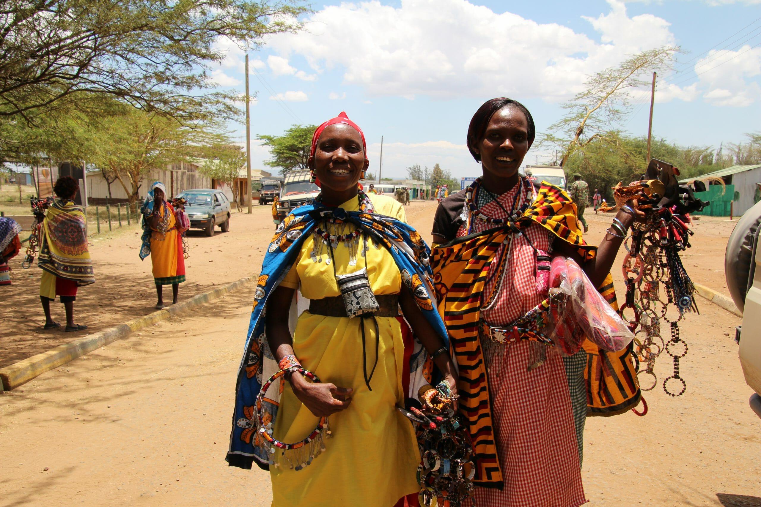 safari-in-kenia-masai-mara-people