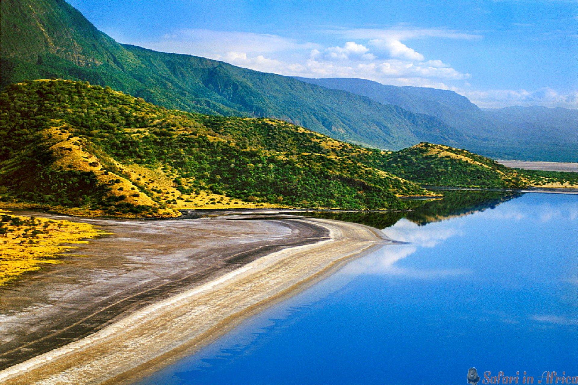 Lake Natron rift valley