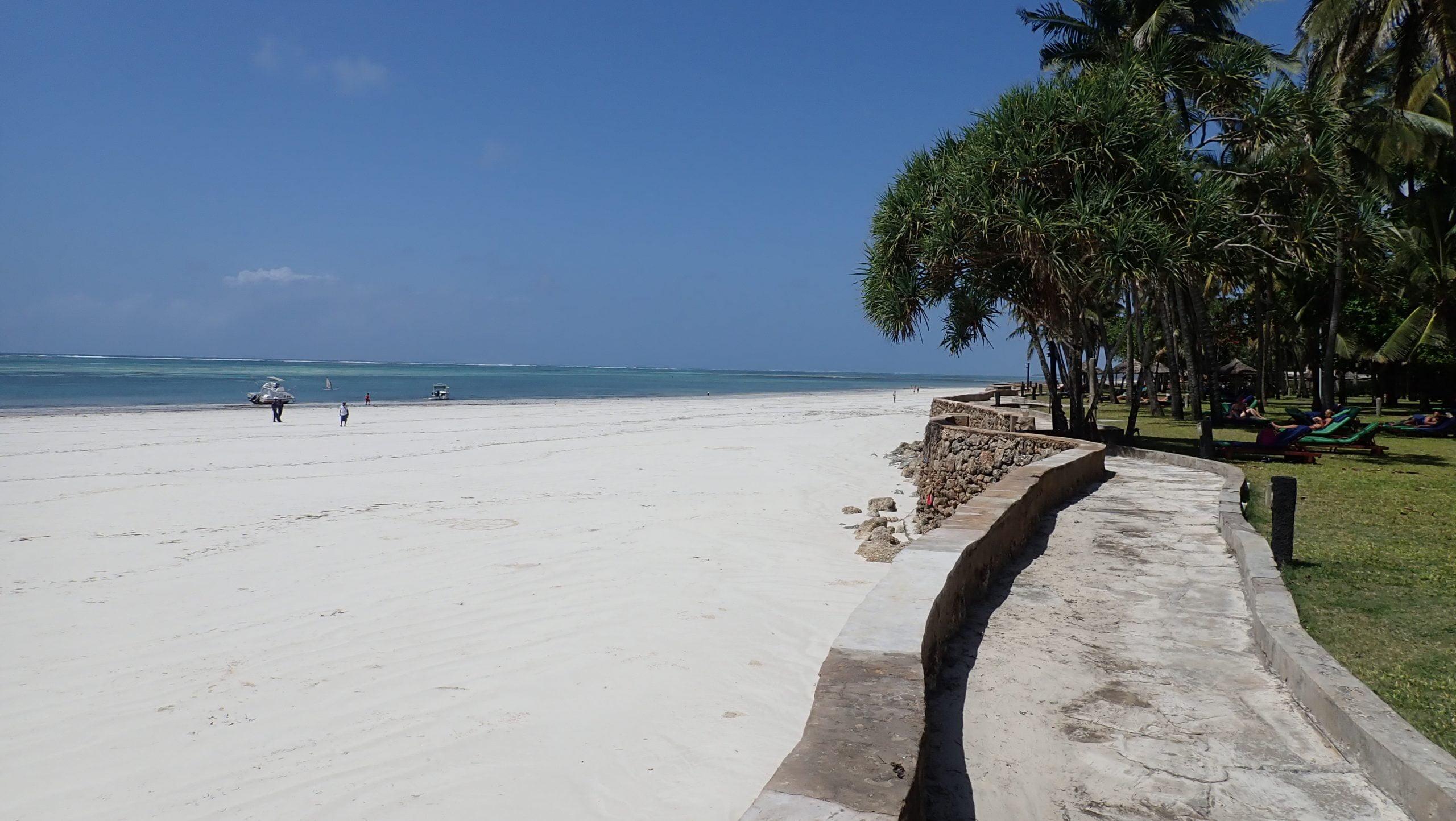 safari-in-kenia_neptune-village-beach-resort_02