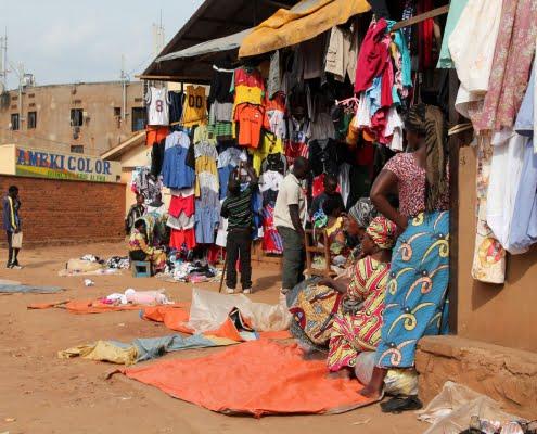 Mensen op de markt in Kigali, Rwanda