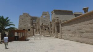 egypte-rondreis_safari-in-africa_habu-tempel_01