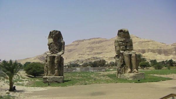 egypte-rondreis_safari-in-africa_kolossen-van-memnon