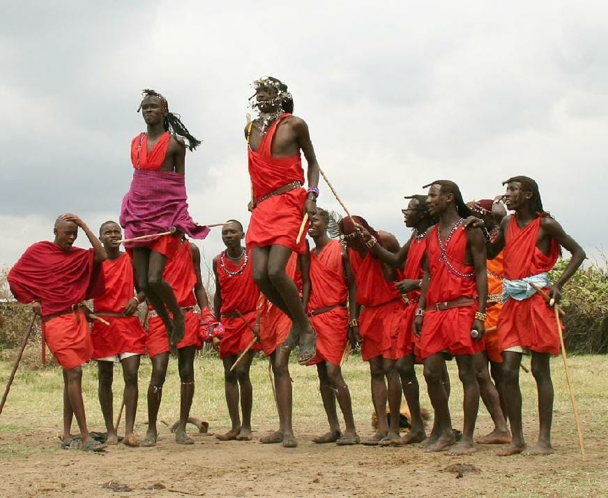 safari-in-kenia-masai_jumping