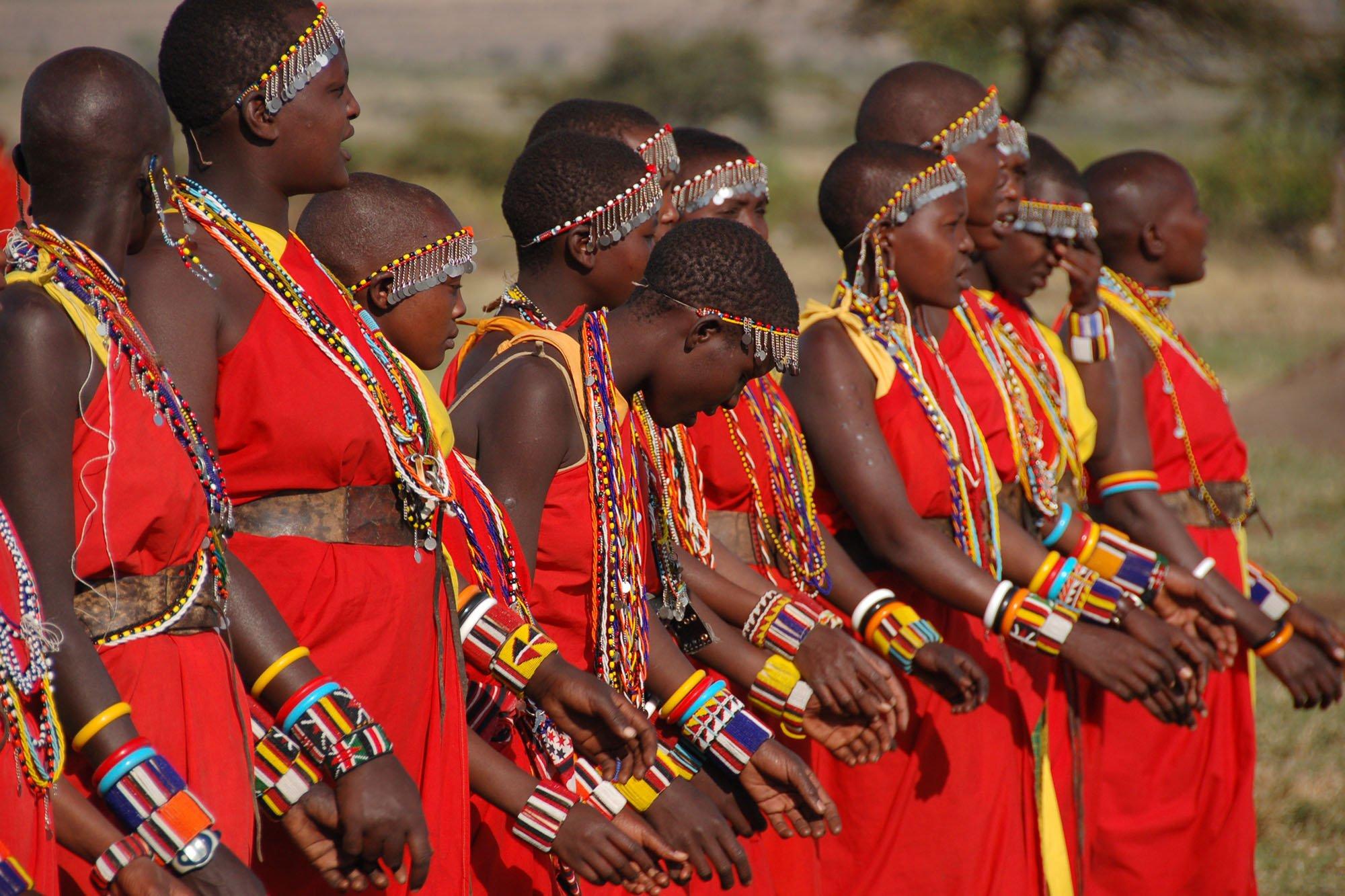 safari-in-kenia-rode-kleding