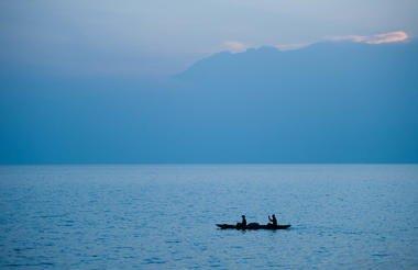safari-in-africa-rwanda-Lake Kivu_03