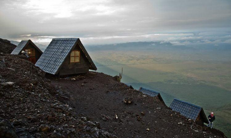 safari-in-congo-mountain-shelter-nyiragongo-volcano_01