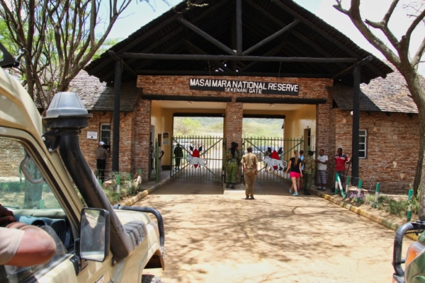 safari-in-afrika_masai-mara-gate