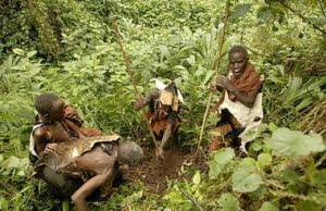safari-in-oeganda-batwa-pygmy-tribe_03