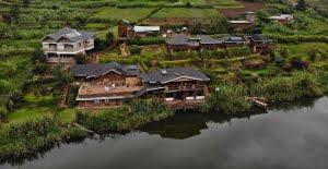 safari-in-oeganda-lake-bunyonyi-rock-resort_01
