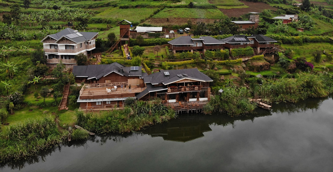 safari-in-oeganda-lake-bunyonyi-rock-resort_01