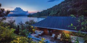 safari-in-oeganda-lake-bunyonyi-rock-resort_02