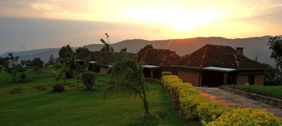 safari-in-rwanda-Nyungwe-top-view-hill-hotel_01