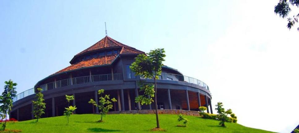safari-in-rwanda-Nyungwe-top-view-hill-hotel_04