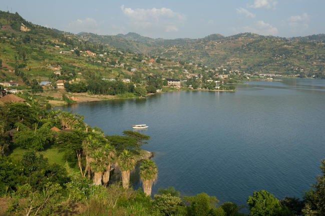 safari-in-rwanda-lake-kivu_02