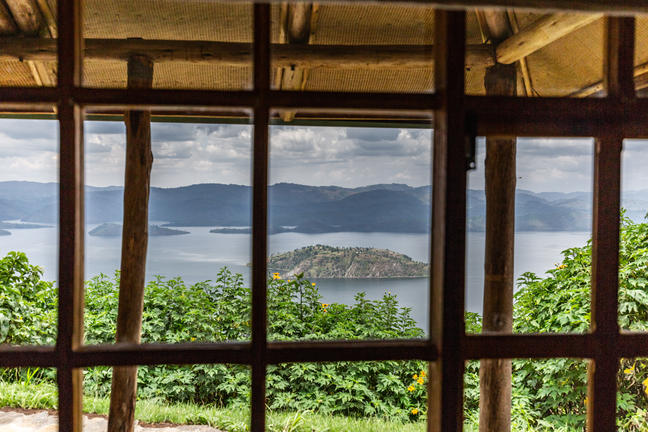 safari-in-rwanda-virunga-lodge_14