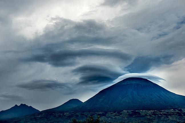 safari-in-rwanda-volcanoes-national-park_03