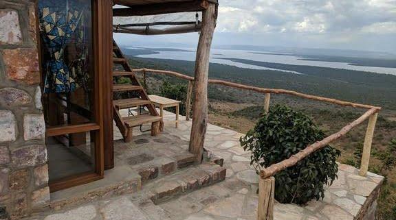 safari-in-rwanda_akagera-rhino-lodge_01