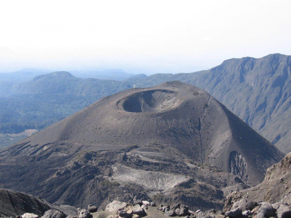 safari-in-tanzania-ngorongoro-crater_02