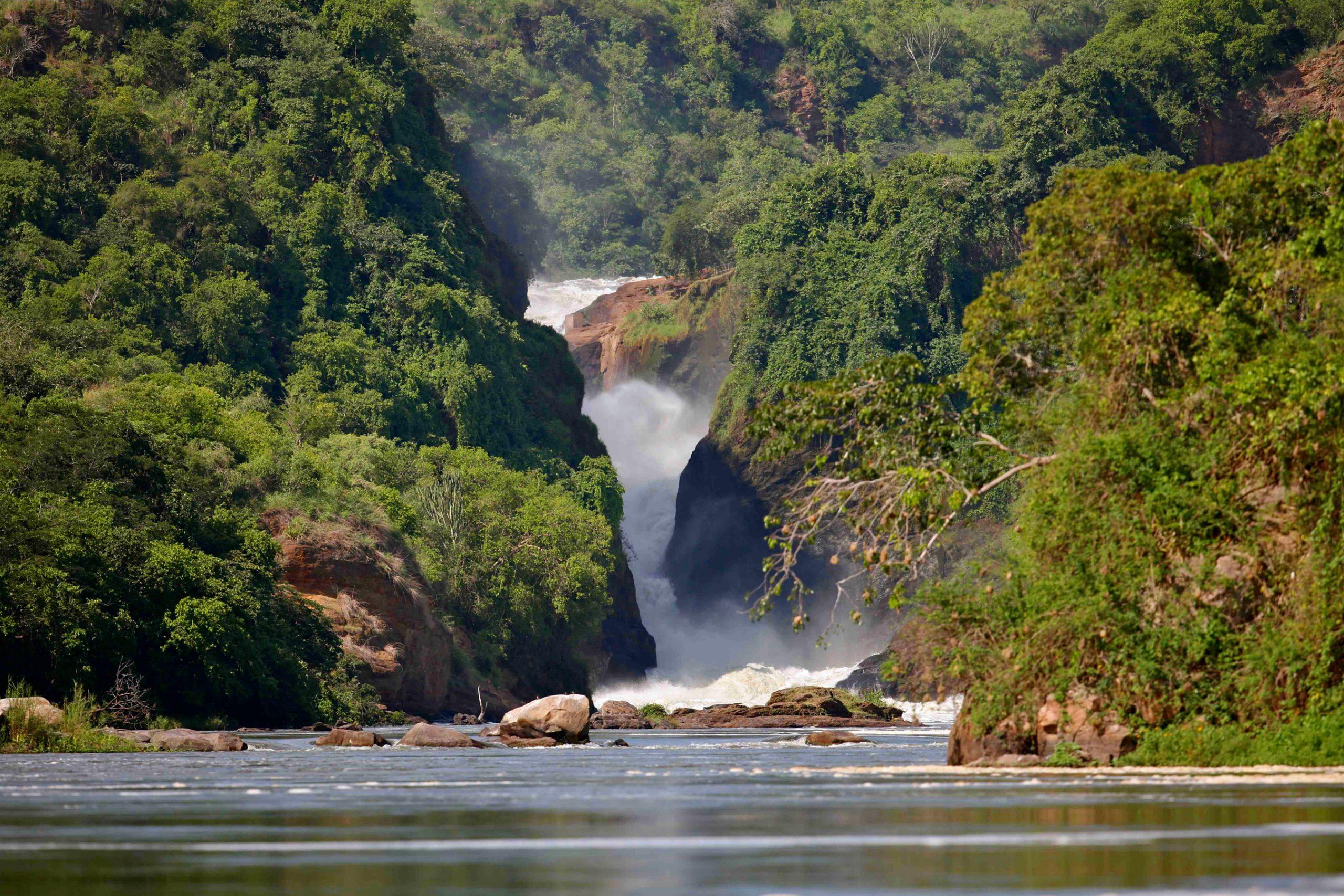 safari-in-uganda-_murchison_falls_01