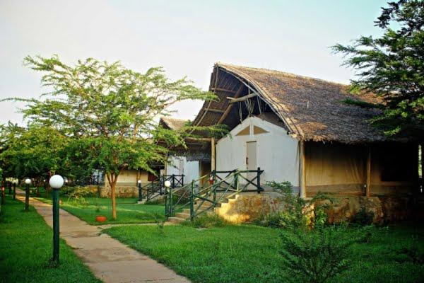 Manyatta Camp @Tsavo East – Kenia