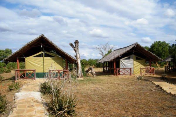 Ndololo Camp @Tsavo East – Kenia